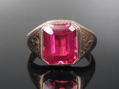 Gold ring with Verneuil ruby