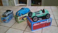 Schuco, Germany - Length: 10-14 cm -  Lot of 3 cars in sheet metal/metal with a spring drive, 90/2000s