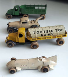 Tootsietoy - Various scales - Lot with 4 years 30 Models