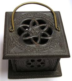 Carved stove with Turkish knot and handle for the Church - The Netherlands - c. 1800