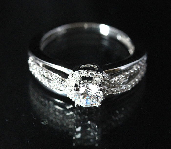 Diamond Ring with 1.34 ct in total – 18 kt white gold – H/SI1 – Size 54 / 17 mm