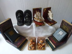 Lot with 8 bookends - various materials