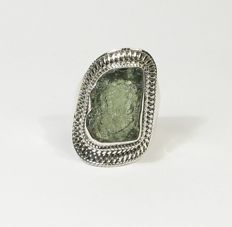 Moldavite slice in ring-setting - sterling silver - 19.10 x 12.40mm - 7.80gm
