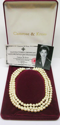 Gorgeous Jackie Kennedy faux pearl necklace