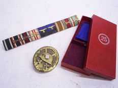 Various awards 3rd Reich: Field clasp with 9 awards, 3rd Reich, Wehrmacht; badge of the wounded 1939, 2nd  form; presentation case for the badge for faithful service with ribbon, manufacturer R. Souval, Vienna VI.I