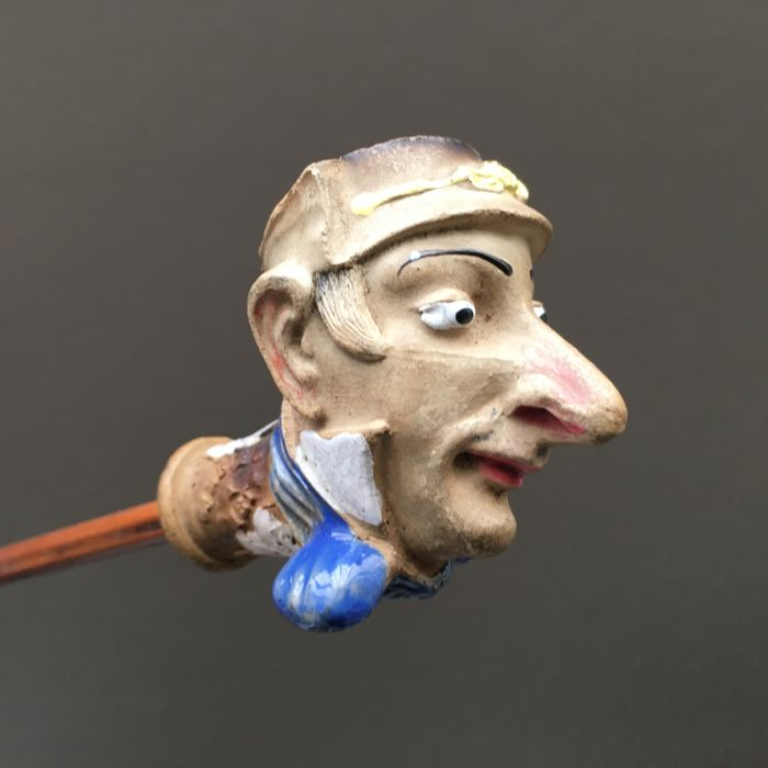 "Figural clay pipe by Gambier, ""Hyacinthe"", model nr. 952- France, ca. 1880"