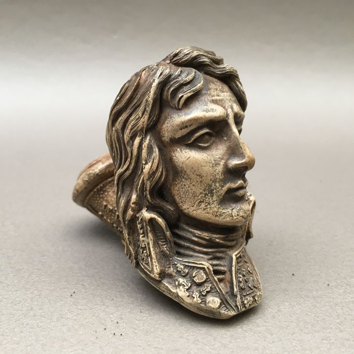 "Figural clay pipe by Gambier, ""Bonaparte aux Alpes"", model nr. 834- France, ca. 1870"