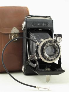 Zeiss Ikon Ikonta, model 520/2, with bag