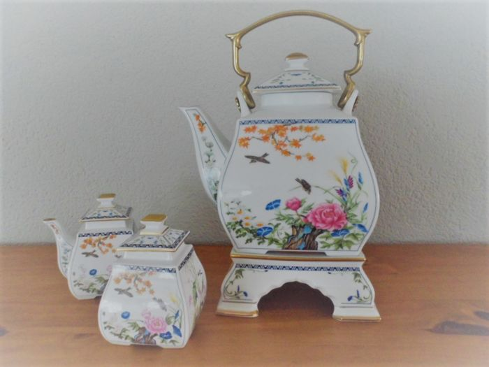 Franklin mint porcelain tea set in Chinese style with sugar and milk jug