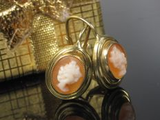 Gold earrings with cameo Gamme