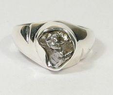 Campo del Cielo Meteorite slice in ring-setting - sterling silver - 10.60 x 10.00mm - 7.16gm