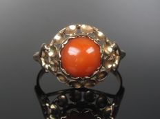 A noble coral 14 karat gold ring
