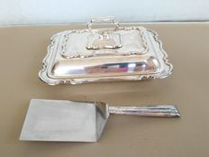 Silver plated serving dish with scalloped edge, Atkin Brothers - 1870, with serving scoop
