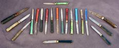 Lot of 20 knives 10 Pradel make and 10 say 'queue de poisson' by the brand Lacroix France