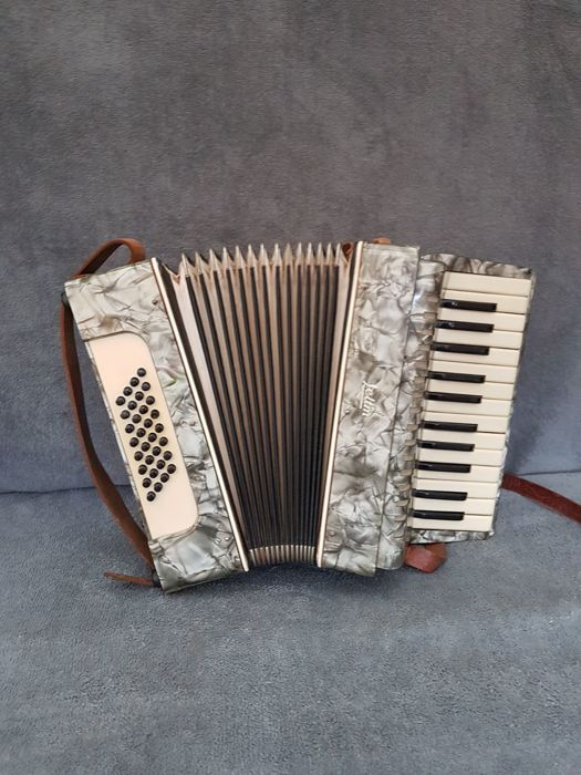 Weltmeister accordion 32 bass - 20th century