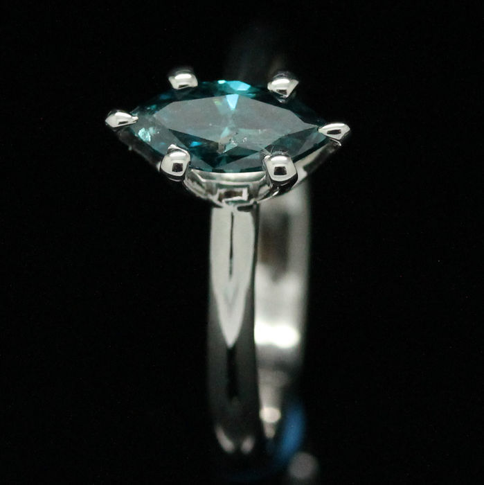 18K White gold and blue Diamond Ring