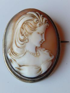 Old cameo brooch/pendant with bust of a young girl in 925 silver