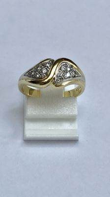 18 kt Gold wavy ring with 10 brilliant cut diamonds Ring size: 15.5 (49)