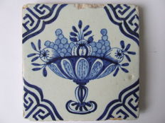 Large tile depicting a bowl of fruit and different Wanli corner motifs.