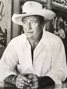 Phil Stern (1919-2014) / Télé-Magazine - John Wayne - Vacation in Mexico to Acapulco - 1947