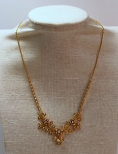 Antique 15K yellow gold ladies necklace with seed pearls and diamonds (0.13 ct total) Circa.1880