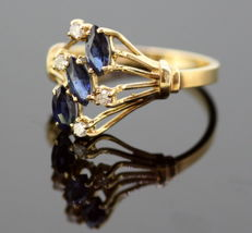 14k yellow gold ladies ring with blue sapphire (0.12 ct total) and diamonds (0.04 ct total) Circa.1970's