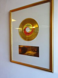 "The Beatles Gold Capitol Records In-house Award for the single ""I want to hold your hand"""
