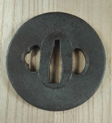 Signed tsuba decorated in Chirmen - yasuri - Japan - Edo period