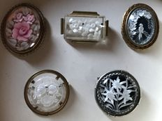 5 glass brooches on brass with engraving or fine porcelain