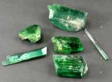 Lot of Terminated  Green Hiddenite Kunzite Crystals  - 165 gm ( 6 )