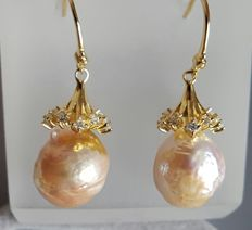 Gold-plated sterling silver  culture pearl earrings ,Weight : approx 6 g