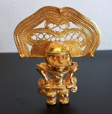 Amazing and original Pre-Columbian Figure Tumbaga Gold Artifact - 86 X 73 X 27 mms , 48.80 grs