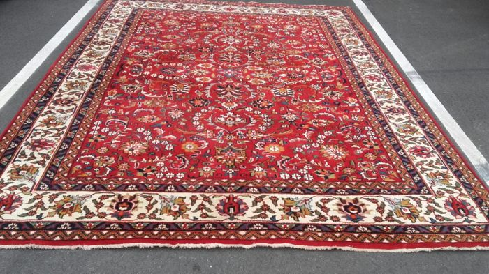 Beautiful hand-knotted Oriental Tabriz, 343 x 250 cm, from Iran.
