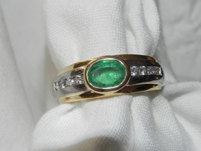 Emerald and 8 brilliants 0.24 ct TW-SI cocktail ring, 14 kt / 585 gold