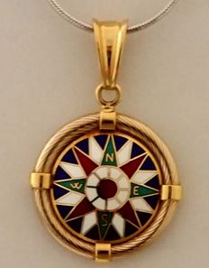 18 kt yellow gold compass rose pendant Weight: 8.26 g