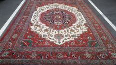 Beautifully hand-knotted Indo Heriz, 364 x 243 cm