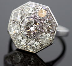 Art Deco platinum cluster  ring with diamonds: 2.1 ct. total,  circa. 1930's