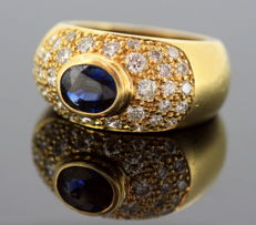 18K yellow gold ladies ring with blue sapphire ( 0.75 ct ) and diamonds (0.82 ct total) Circa.1970's