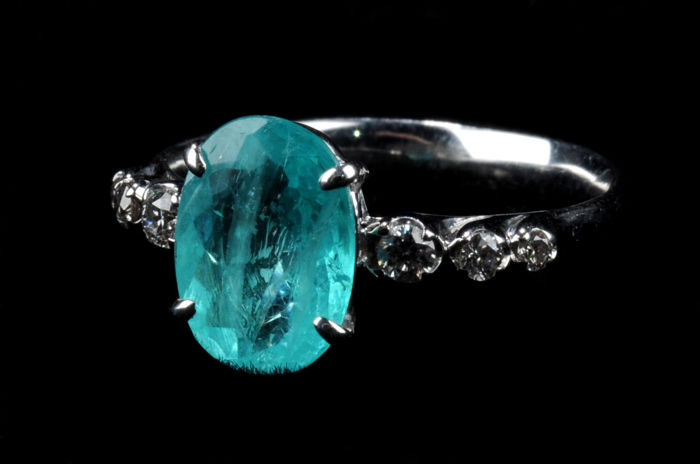 Ring with 1.70 ct Paraiba Tourmaline and Diamonds - Measurements: 10.02 x 7.35 x 3.59 mm