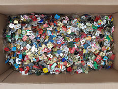 Large collection of pins - over 3.5 kg More than 3.000 pieces