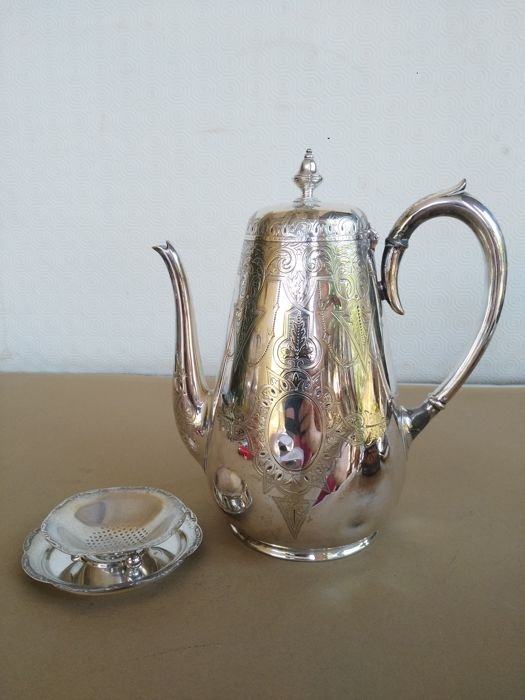 Nice silver plater teapot - Origin Adelphi Hotel, Edinburgh, marked Martin Hall & Co., with tea strainer