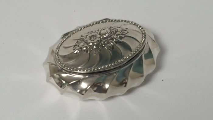 Robert Kraft Alpaca silver - plated  oval flowers design pill box container storage