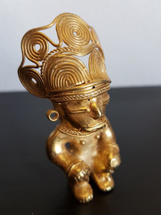 Amazing and original Pre-Columbian Figure Tumbaga Gold Artifact - 76 X 37 X 30 mms , 36.40 grs
