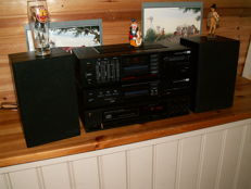 Class Hi-Fi by SANSUI: amplifier A-700, tuner T-700L and CD player V-1000. Speaker set by BOSE type INTERAUDIO 1000XL.