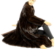 Coffee-brown mink coat supple with leather fur coat mink