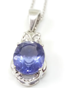 "4.40ct Chinese Colour change Fluorite (Blue to Pink in candle light) Pendant on 18"" necklace. Traditional"