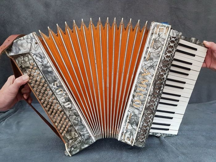 Very rare Amico Solo 80-bass accordion - 20th century