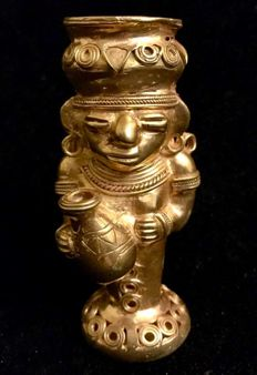 An Amazing , Tumbaga Gold , artifact , Colombia,  Tairona Culture  - 100 x 43 x 45  mm ,  125,96 grams ,   An indian native priest with a funerary urn