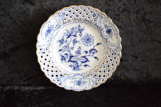 Meissen onion pattern ceremonial plate
