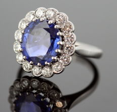Ladies 18K White gold ring with Burmese sapphire ( 4.4 ct ) and diamonds (0.64 ct total) Circa.1960's